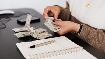 hands count cash
